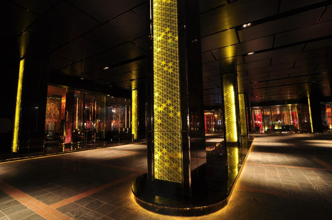Renaissance-hotel-thailand-vanceva-thai-techno-glass