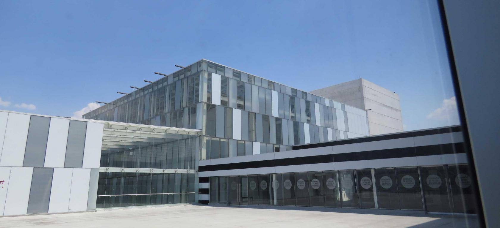 Universidad-de-Guadalajara-white-vanceva