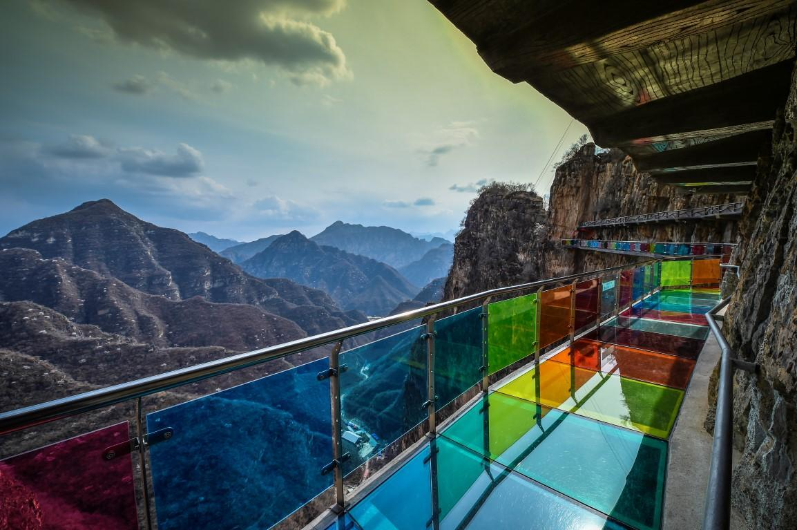 rainbow-glass-cliff-East-Lake-Harbor-Canyon